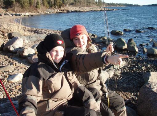 joel-och-elias-fiskar-havsoring-vintern-07-08
